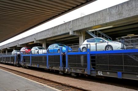 Nissan Leafs on SNCF Auto-Train