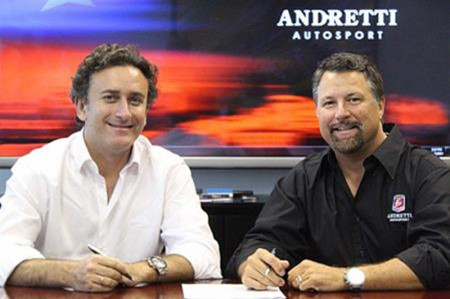 L-R: Alejandro Agag, CEO of Formula E Holdings, and Michael Andretti, President, Chairman and CEO of Andretti Autosport sign the agreement confirming them as the third Formula E team.