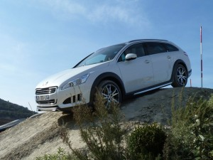 Peugeot 508 RXH Hybrid4 - On top of a hill