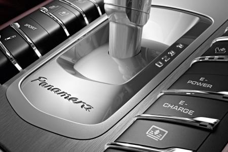 Porsche Panamera S E-Hybrid - Gear selector and buttons
