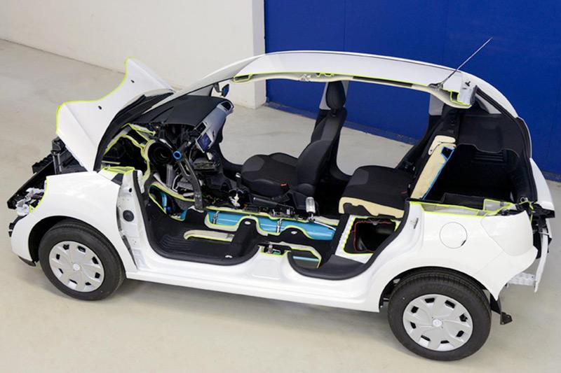 PSA Peugeot Citroën's Hybrid Air technology wins Innovation Award at the 2013 Fleet World Honours
