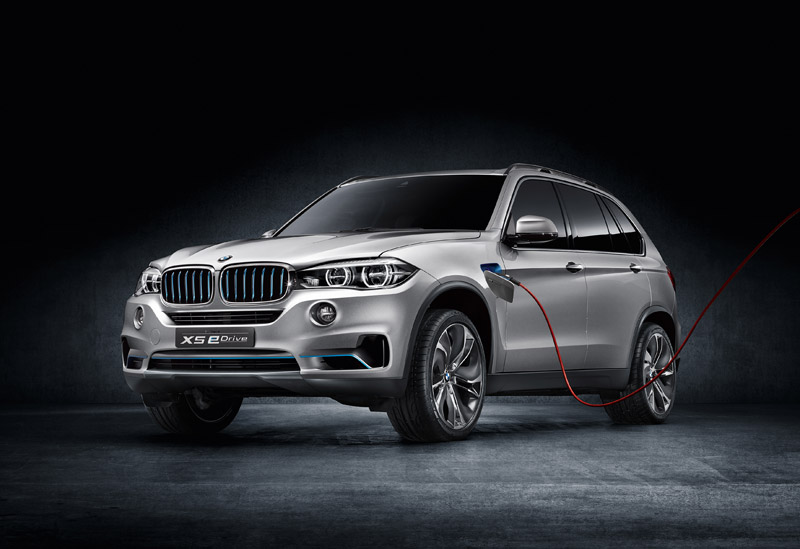 BMW X5 Hybrid eDrive - Front, plugged in