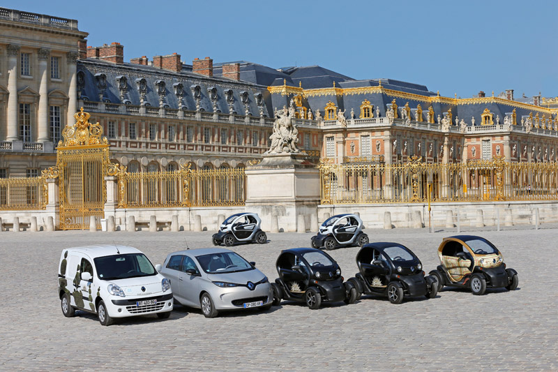 Renault electric car group photo at Versailles