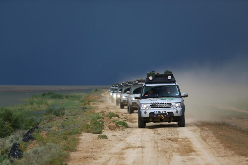 Off-Road Capabilities of Range Rover Hybrids Put To Test