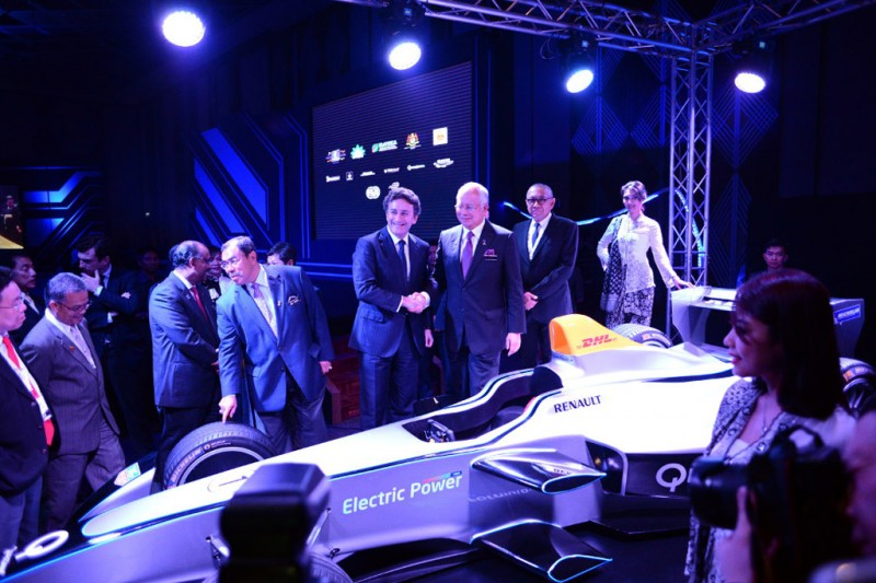 Alejandro Agag, CEO of Formula E, and the Prime Minister of Malaysia during the official launch of the Putrajaya Formula E race