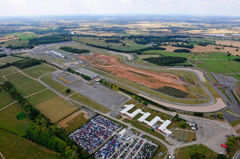 Formula E will build its new headquarters and team facilities at Donington Park Racing Circuit in the UK