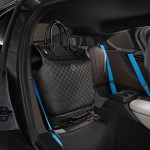 Business Case i8 matches the shape of the rear seats with the small Weekender PM i8 on it's surface