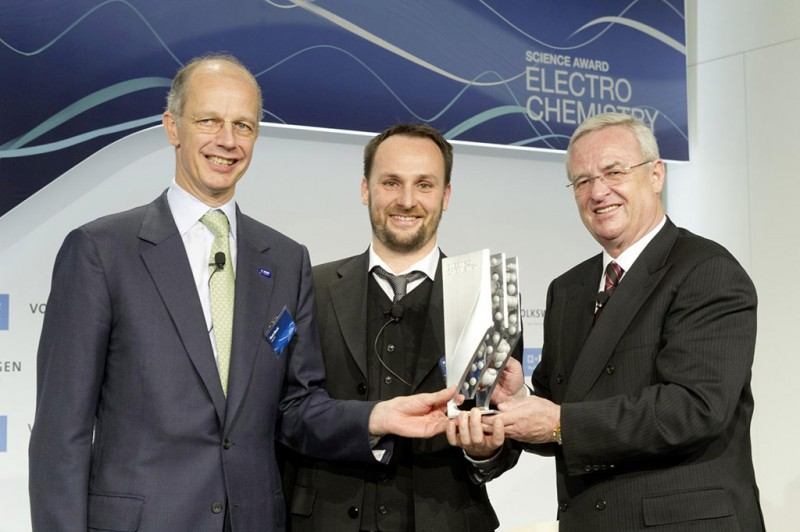 Prof. Dr. Martin Winterkorn (right), Chairman of the Board of Executive Directors of Volkswagen Group, and Dr. Karl Mayrhofer, Max-Planck-Institut für Eisenforschung, Düsseldorf, and Dr. Kurt Bock, Chairman of the Board of Executive Directors of BASF SE