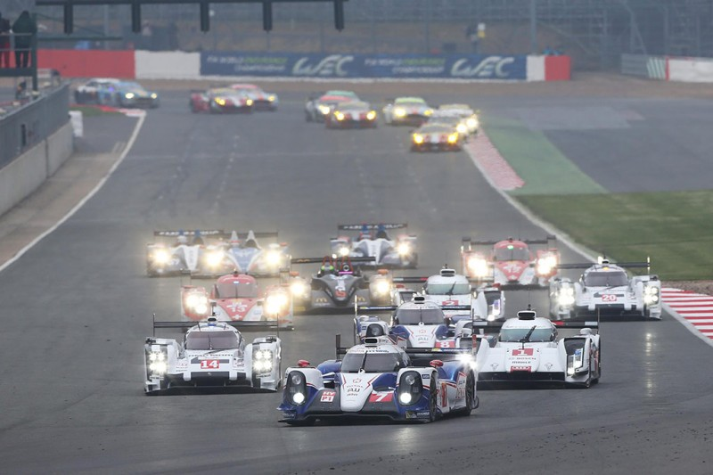 Toyota TS040 Leads the Pack