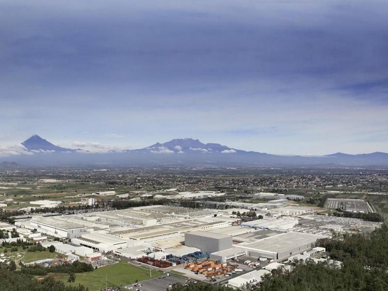 Volkswagen plant in Puebla with the Izta-Popo volcanoes national park