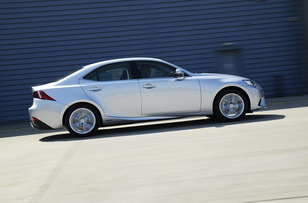 Lexus Update IS 300h Model Range with New Executive Spec