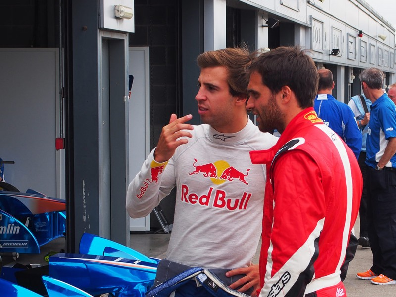 Jérôme d'Ambrosio singed by Dragon Racing - At Donington test day, speaking to Antonio Felix da Costa