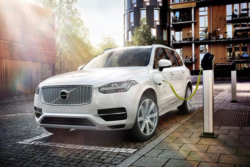 Volvo XC90 - recharging plug in hybrid PHEV