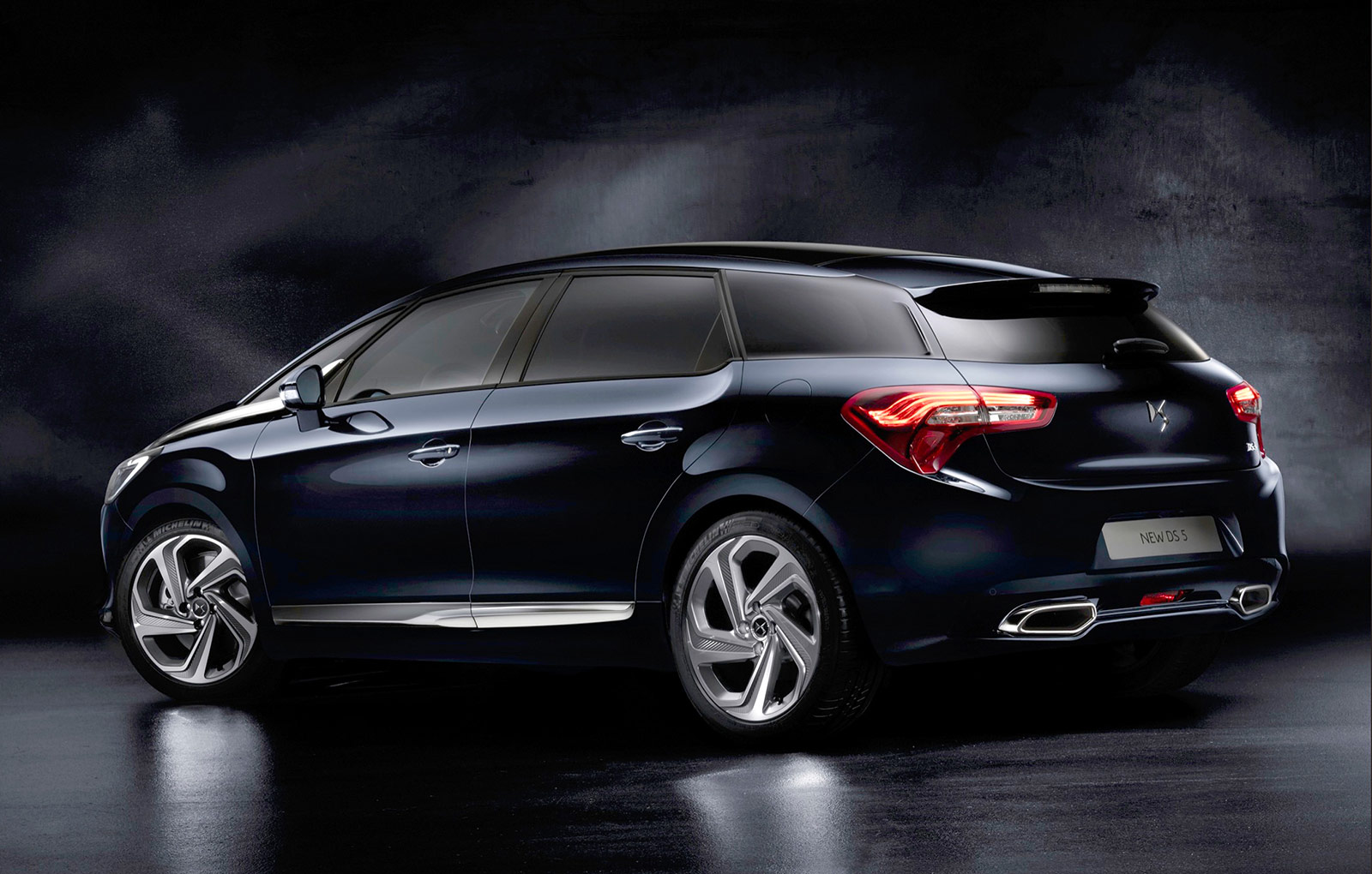 citroen ds5 receives a refreshing new look autovolt magazine. Black Bedroom Furniture Sets. Home Design Ideas