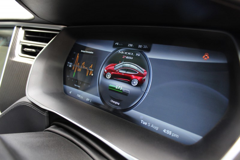 Tesla Model S P85+ dash display PHOTO: Jonathan Musk