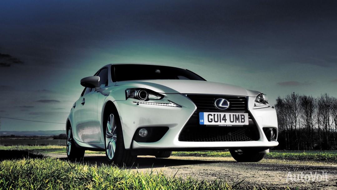 Lexus IS 300h Photo