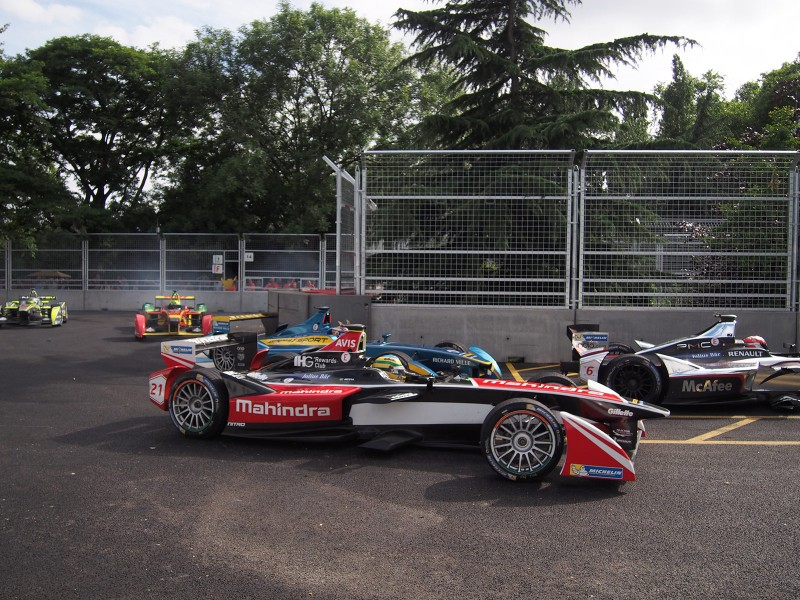 Buemi makes his move on Bruno Senna - Formula E London ePrix 28 June 2015 - AutoVolt
