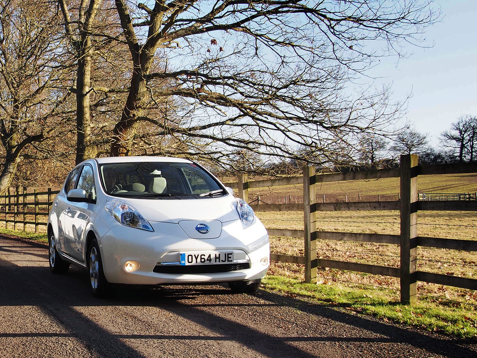 how long to charge a nissan leaf upcoming nissan. Black Bedroom Furniture Sets. Home Design Ideas