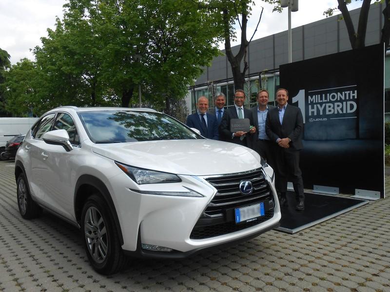 L to R - Mariano Autuori, Head of Lexus Italy, Franco Spotorno, Lexus Milan retailer, Aldo Pirronello, the customer, Alain Uyttenhoven, Head of Lexus Europe, Andrea Carlucci, CEO of TMI